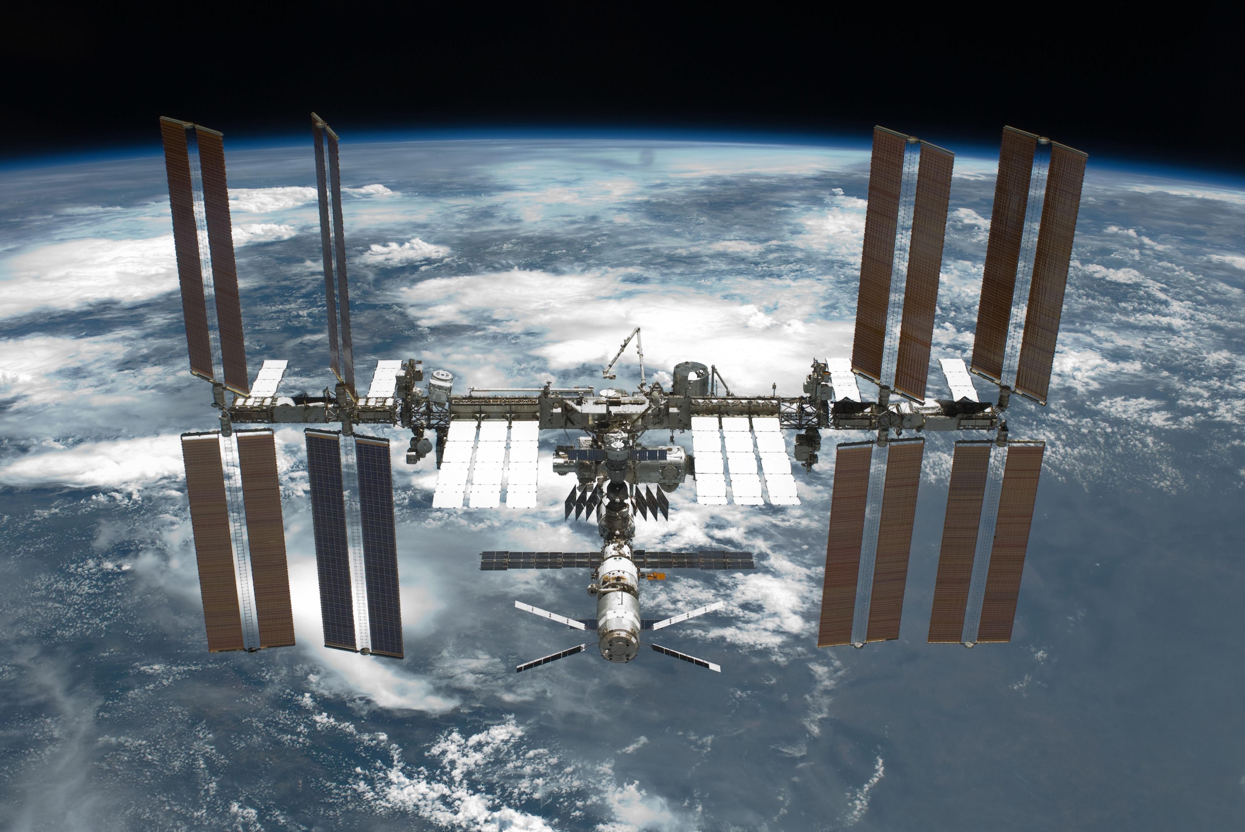 Космос - Космическая станция в космосе