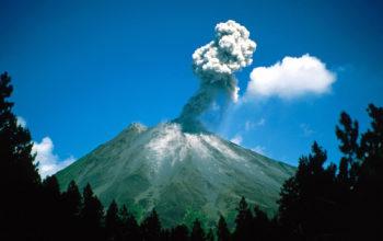 Извержение маленького вулкана