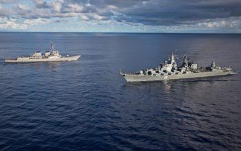 Военные корабли, два военных корабля, ships