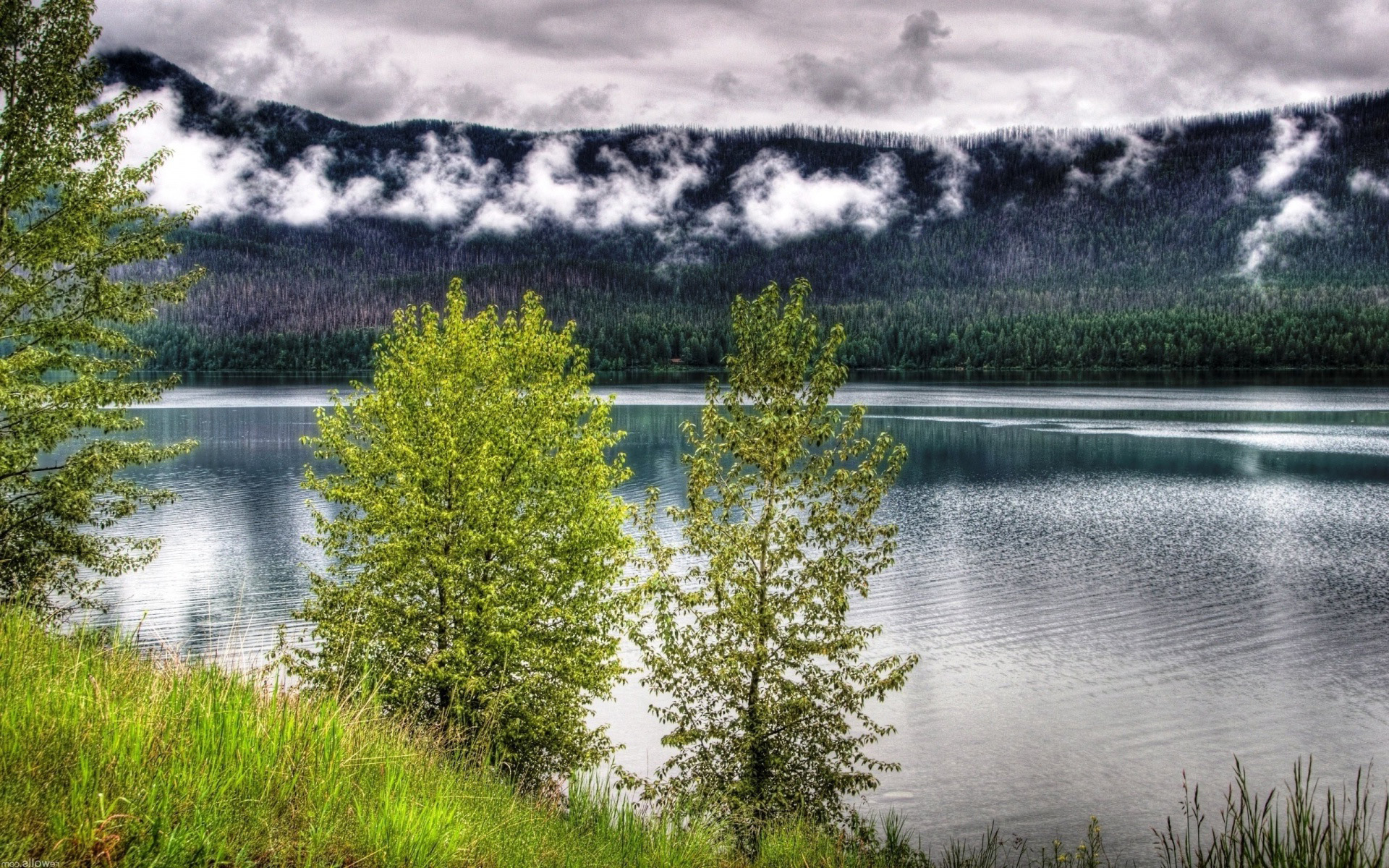 Озеро в горах обои