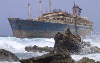 Старый заброшенный корабль