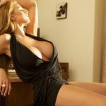 Девушка с большой грудью