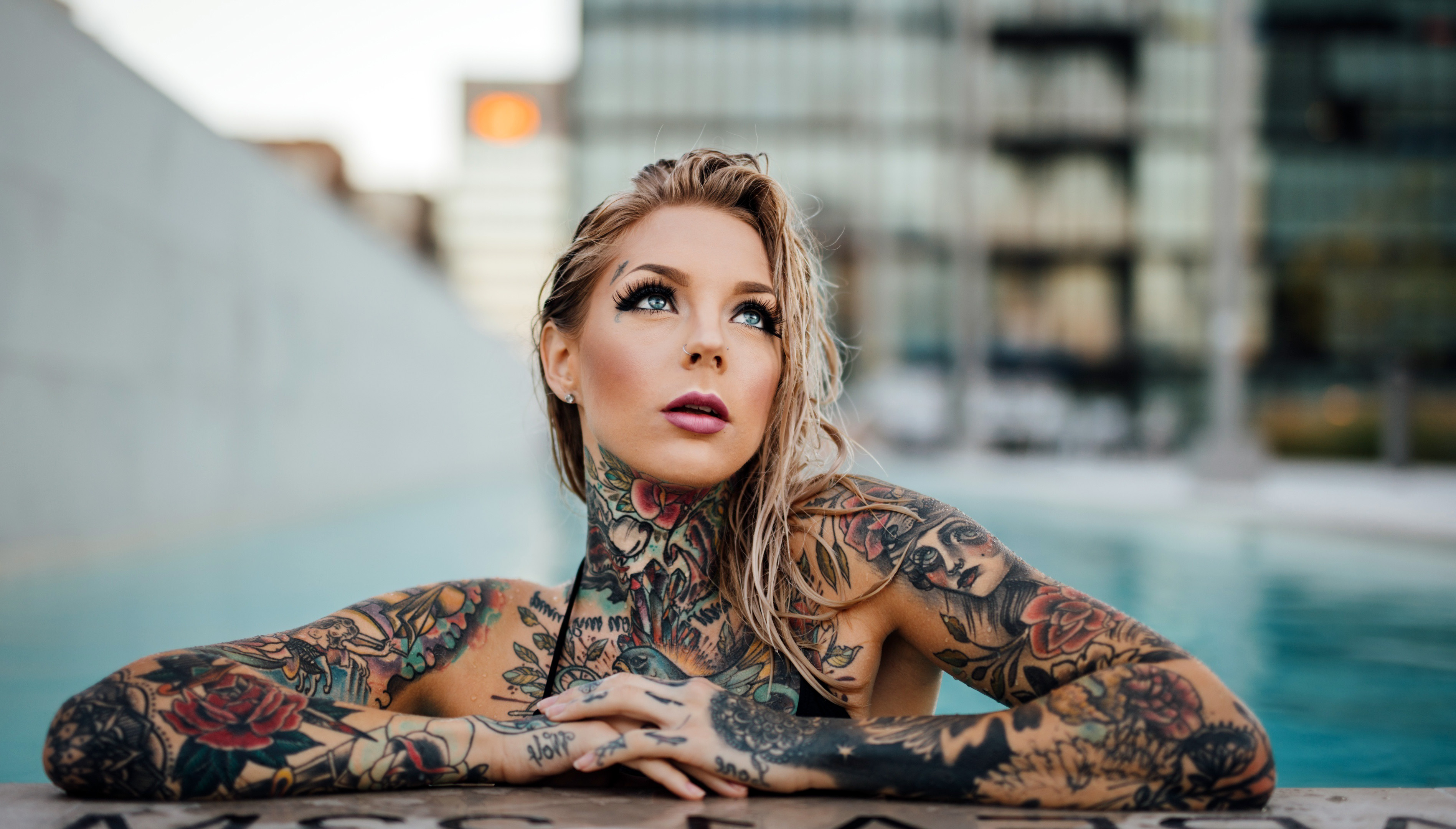 девушка, бассейн, татуировки, Девушки с татуировками обои 4k