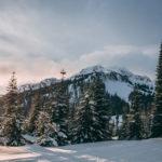 Красивый зимний пейзаж в горах