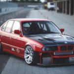 Красный BMW e34