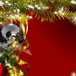 Новогодние игрушки и серпантин