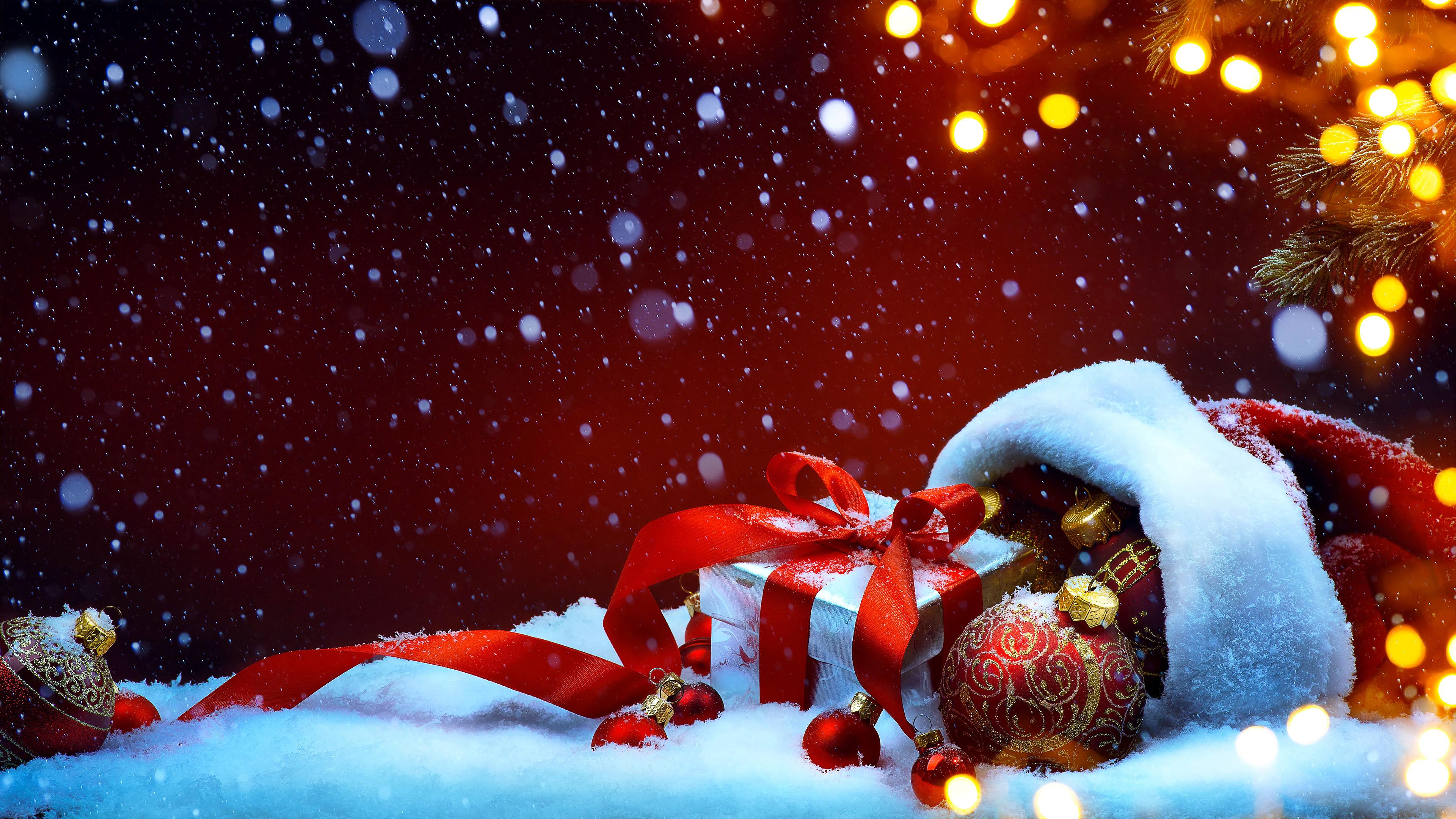 обои новый год, подарки, шар, снег, 4к