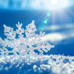 Снежинка в снегу 4k